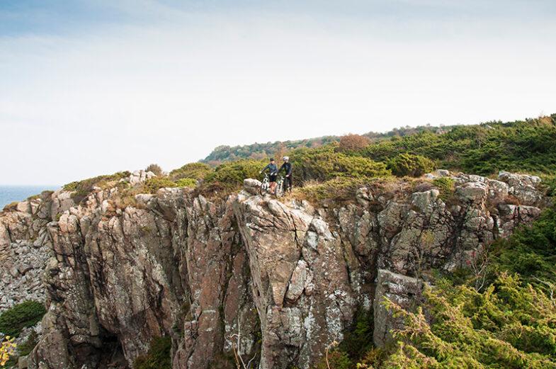 Cyklister på klippa i Hovs Hallar