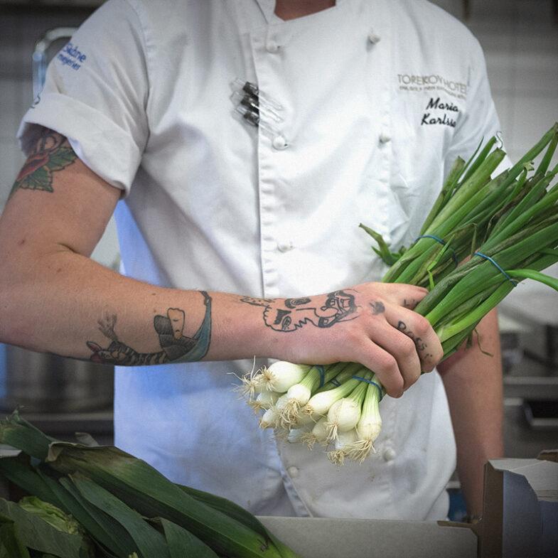 Kock i Bistrons kök med primörer.
